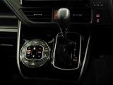左右で温度調整の出来るデュアルオートエアコン完備☆快適な車内空間で会話も弾みます♪