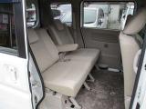 後席はゆったり広々のスペースです。シートも意外と良いと思います。