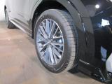 アルミホイールも綺麗な状態で、タイヤ溝も十分残っています。