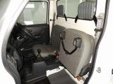助手席座面シートをあげると、荷物等積めます!乗り降りも可能です♪