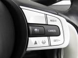【アダプティブ・クルーズ・コントロール】予め設定した車速内でクルマが自動的に加減速。 前走車との適切な車間距離を維持しながら追従走行し、高速道路でのドライバーの疲労を軽減してくれる嬉しい嬉しい機能付♪
