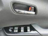 あると便利な全席オートのパワーウインドーがついているので、ドアガラスの開閉が大変便利です。