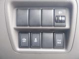 VDC(横滑り防止装置)付です。 滑りやすい路面で、コナーリング時にブレーキやエンジン制御を自動的に行い、車両の横滑りを抑制し車体を安定させる装置です。