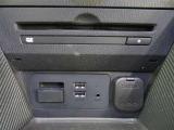車内オーディオはDVD再生に対応します。