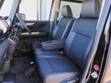 運転席と助手席は足元が繋がっているので自由に行き来し易いので駐車場が狭い時でも助手席側からスムーズに乗り降り出来て便利!