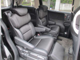 2列目シートはまるでVIP席のように広々していて快適です。