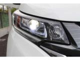 明るく省電力のLEDヘッドライトと、進行方向の内側を照らすLEDアクティブコーナリングライト。