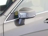 ターンシグナルランプ内蔵ドアミラーが被視認性に優れる場所に設置され、巻き込みや右直事故のリスクを軽減してくれます。