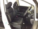 運転席は8WAYの電動パワーシートになっています。微調整もききますのでお好みのシート位置に合わせることができます。