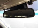 後方からの眩しい光も、自動防眩ミラーで負担にならず運転することが可能です。