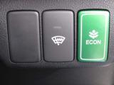 葉っぱマークのECONスイッチ!スイッチをONにするだけで、エンジンやエアコンなどを協調制御。燃費の向上に貢献します!