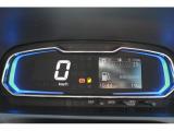 大きく分りやすいデジタルメーターになっています!燃費のいい運転を知らせてくれるエコドライブアシスト照明も付いています。