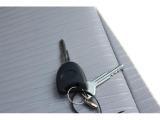 キーレスエントリーになっています。キーのスイッチでドアの施錠・解錠ができます!