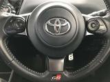 【ステアリングスイッチ付ハンドル】ナビゲーションに視線を移さず、ハンドルから手を離さず、運転に集中したまま手元でオーディオ操作できます♪