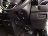 燃費をよくするECON、横滑りを防ぐVSA、オートリトラミラーなどのスイッチは、運転席の右側、手の届きやすい位置にあります。