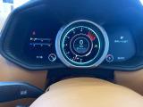 Sモードからはタコメーターが真下から動きます。レーシングカーと同様の表示です。
