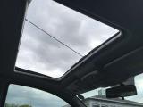 曇り空の写真で残念ですが、サンルーフが付いております。案外サンルーフって、楽しいドライブに必須な装備ですよね!