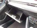 メーター内のカラーディスプレイには運転をサポートするさまざまな情報を表示します。
