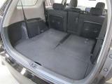 長い荷物を載せるならサードシートを前に倒してロングラゲージスペースに♪