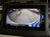 バックカメラ装備で駐車も安心。