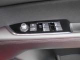 パワーウインド・電動格納付きドアミラースイッチは、ドアに集中☆