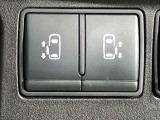 【両側オートスライドドア】子供を乗せたりするのにも隣のお車を気にせずストレスフリー★雨の日などはリモコンキーからドアの開閉ができて、とても便利な両側オートスライドドア★