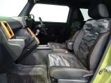 フロントシートです。ホールド性が高いシート形状で長時間のドライブでも快適です。