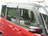 オプションのプラスチックバイザーが装着されております!雨の日にも車内の換気ができますよ!