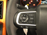 ナビゲーションやオーディオなどの操作がハンドルの手元でできるステアリングスイッチが付いてます