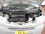 汚れの少ないエンジンルーム。タイミングチェーンエンジンです