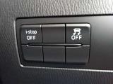運転席左側下部に横滑り防止装置とアイドリングストップのOFFスイッチが配置されています。