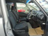〔LDW〕車線逸脱防止警報 一定車速以上でウインカーを出さずに走行車線ラインに近づいた場合などに警報によって注意を促してくれる安全装備です
