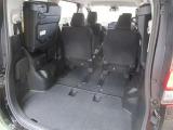 サードシートを跳ね上げれば大容量のラゲージスペースが出現♪