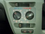 こちらの車両にはマニュアルエアコンが装備されております。