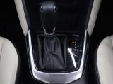 運転席、助手席に3段階調整式のシートヒーターを装備。オートエアコンなので温度を設定するだけで、吹き出し口・風量を自動的に調整してくれて室内も快適です。