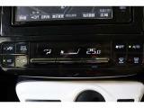 エアコンの温度や風量の調整、吹き出し口の切り替えはバーの上下操作です。シンプルで直感的に操作できるデザインです。