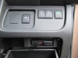 【両側オートスライドドア】 インテリキーでの操作も可能な両側オートスライドドア装備です。後席の乗り降りも楽々ですね!