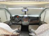 ウインドトリム内蔵のシェードカーテン付き ドライブレコーダー