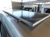 天井にはソーラーパネルを2枚搭載!サブバッテリーへ常に充電を行います。
