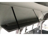 上部には格納式の棚も御座いますのでシチュエーションに合わせてお荷物の収納も可能となります