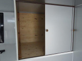 バンク部分は給水タンク置き場としても扉付き収納としても使用可能です!!