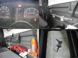 一般的な荷台のトラックで、『あおり』と呼ばれる物で側面が覆われているだけのトラックです。