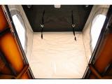 ポップアップ部はベッドのご利用しない場合は開口部が広くなりますので車内で立つことも出来、