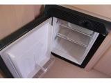 冷蔵庫はヨコ開きで40Lの容量となります。