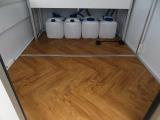 床面は木目調クッションフロア貼りになっています!お手入れ簡単で清潔に保ちやすい素材です!