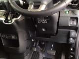 シートヒーターと純正のETCは、センターコンソールにあります。パワースライドドアや、燃費を抑えるECON、横滑りを防ぐVSA等のスイッチ類は、運転席右側、手の届きやすい位置にあります。