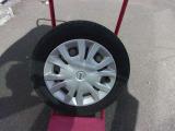 スタッドレスタイヤには純正ホイールカバー+スチールホイール (タイヤの残り溝は少ないので新品のタイヤをお付けします。)