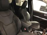 フルレザーシートでフロントにはシートヒーターとシートクーラーが標準装備です!