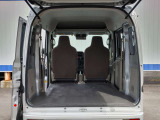 リヤシートを潜り込ませれば、より広く荷室をお使いいただけます