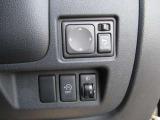 【アイドリングストップ】停車中でも、エンジンがかかっていればガソリンは消費されてしまいます。そのガソリンを節約するために、クルマが自動的に判断してエンジンを停止するのがアイドリングストップです。